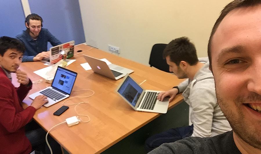 Băieții de la IT testează noul AGORA