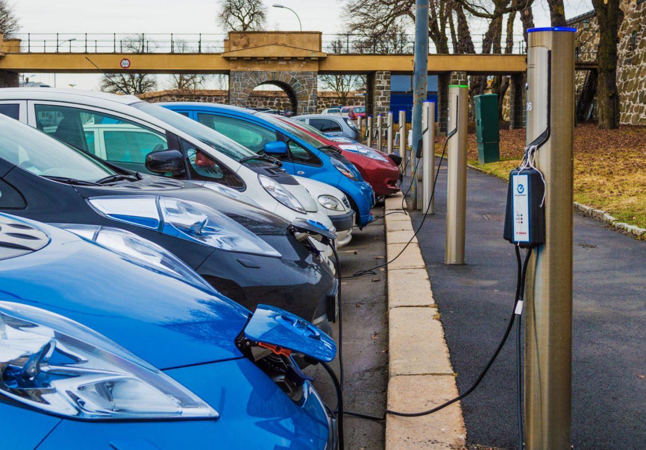 GRAFIC. Olanda, fruntașă în clasamentul cu cele mai multe stații pentru mașinile electrice